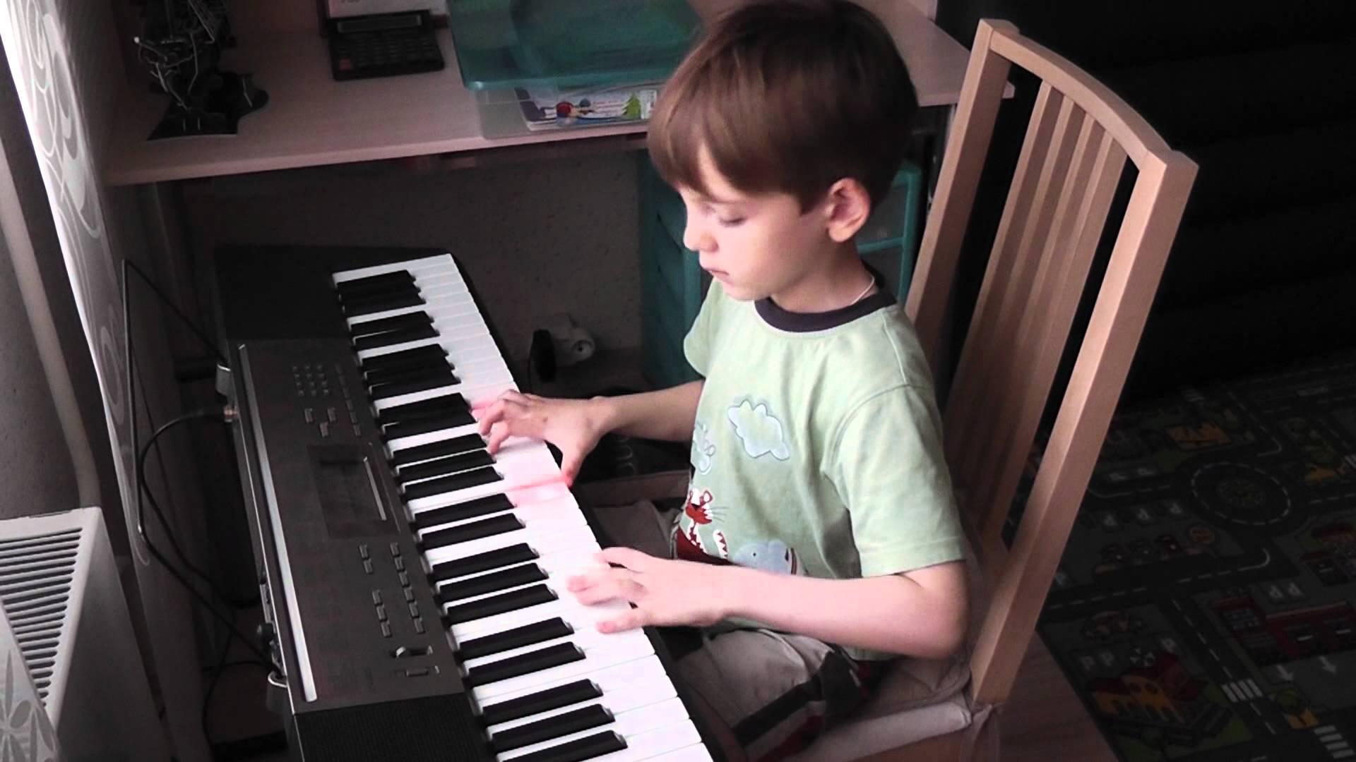 Đàn Organ Casio LK-240 có hướng dẫn 3 bước tự học dễ dàng với 61 phím kiểu piano có khả năng phát sáng, 400 âm sắc, 150 điệu nhạc và 110 bài nhạc mẫu