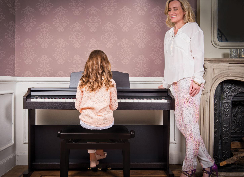 Đàn Piano Điện Roland RP-401R với âm thanh SuperNATURAL: đây là công nghệ tiên tiến nhất của hãng Roland, mang lại cảm giác âm thanh piano hoàn hảo, sống động và trung thực